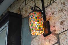 玄関のランプはカラフルです。(2016-02-01,周辺環境,ENTRANCE,1F)