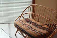 落ち着いた色合いの椅子です。(2016-02-01,共用部,LIVINGROOM,2F)