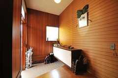 内部から見た玄関周りの様子。(2010-04-23,周辺環境,ENTRANCE,1F)