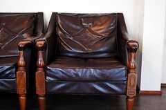 革張りのソファーにアンティーク感が漂います。(2010-04-23,共用部,LIVINGROOM,1F)