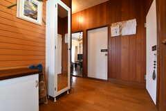 玄関から見た内部の様子2。(2019-10-03,周辺環境,ENTRANCE,1F)