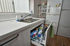 掃除道具などが保管されています。(2019-10-03,共用部,KITCHEN,1F)