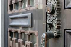 シェアハウスの玄関ドアの様子。(2009-11-26,共用部,OTHER,1F)