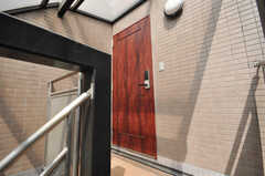 シェアハウスの玄関ドアの様子。(2009-04-14,周辺環境,ENTRANCE,3F)