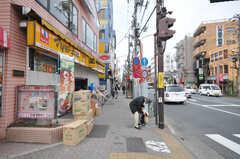 東京メトロ丸ノ内線方南町駅からシェアハウスへ向かう道の様子。(2009-04-14,共用部,ENVIRONMENT,1F)