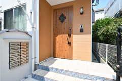 シェアハウスの玄関ドア。(2017-07-06,周辺環境,ENTRANCE,1F)