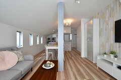 リビングの様子4。奥にキッチンがあります。(2017-07-06,共用部,LIVINGROOM,2F)