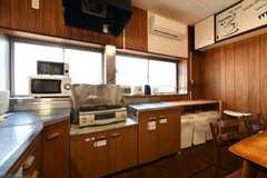キッチンには作業台が設置されています。(2018-03-30,共用部,KITCHEN,2F)