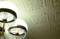 天井は意匠がほどこされています。(2014-03-27,共用部,LIVINGROOM,2F)