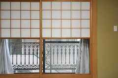 障子の一部が上にスライドする雪見障子。(201号室)(2014-03-27,専有部,ROOM,2F)