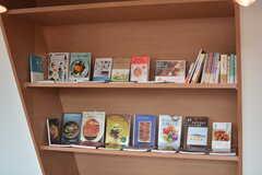 本棚の様子。食に関する本が並んでいます。(2016-03-02,共用部,LIVINGROOM,6F)