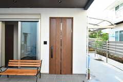 玄関の鍵はICカードをかざすタイプ。(2017-04-27,周辺環境,ENTRANCE,1F)