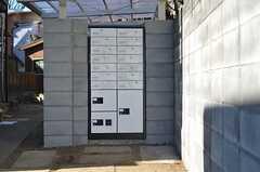 アプローチには個別のポストと宅配ボックスがあります。(2013-02-25,周辺環境,ENTRANCE,1F)