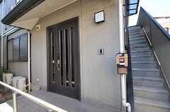 シェアハウスの正面玄関。(2013-02-25,周辺環境,ENTRANCE,1F)