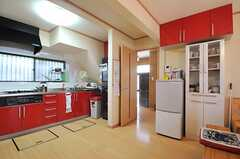 リビングから見たキッチン周辺の様子。(2014-04-14,共用部,KITCHEN,1F)