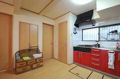 キッチン脇にトイレがあります。(2014-04-14,共用部,KITCHEN,1F)