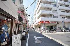 JR中央線高円寺駅からシェアハウスへ向かう道の様子。(2009-04-02,共用部,ENVIRONMENT,1F)