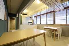 リビングの様子4。奥にキッチンがあります。(2013-01-15,共用部,LIVINGROOM,2F)