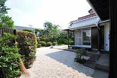 専有部から見た庭の眺望。(104号室)(2012-08-10,専有部,ROOM,1F)
