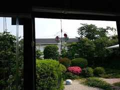 お部屋の縁側から見た庭の様子。 ※事業者様提供素材(2014-06-07,共用部,OTHER,1F)