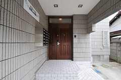 シェアハウスの正面玄関。(2011-07-26,周辺環境,ENTRANCE,1F)