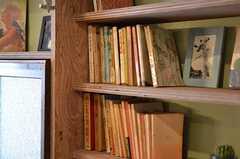 本棚は古書店の多い西荻窪を象徴するようなラインナップです。こちらも以前からの蔵書だそう。(2012-03-16,共用部,OTHER,1F)