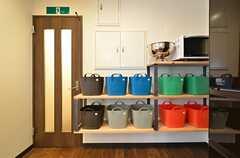 部屋ごとに食材等を保管できる収納があります。(2015-11-05,共用部,OTHER,1F)