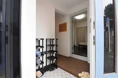 正面玄関から見た内部の様子。左手にあるのがシューズラックです。(2012-07-20,周辺環境,ENTRANCE,1F)