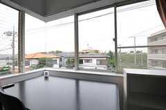 広い窓はパノラマのように見渡せます。(301号室)(2012-07-20,専有部,ROOM,3F)