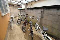 自転車置場の様子。希望者には1人1台貸出しています。(2013-03-27,共用部,GARAGE,1F)