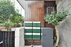 専有部ごとに設置された郵便受け。宅配ボックス。(2019-10-24,周辺環境,ENTRANCE,1F)