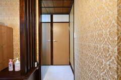 玄関脇にもトイレと洗面台が設置されています。(2019-10-24,共用部,OTHER,1F)