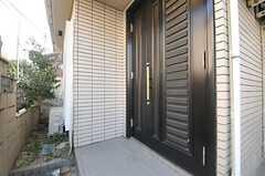 シェアハウスの正面玄関。(2014-02-03,周辺環境,ENTRANCE,1F)