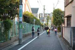 近くに小学校のある、穏やかなエリアです。(2020-11-13,共用部,ENVIRONMENT,1F)