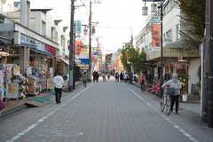 駅前から続く商店街の様子。(2020-11-13,共用部,ENVIRONMENT,1F)