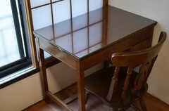 机と椅子の様子。(204号室)(2015-02-05,専有部,ROOM,2F)