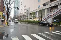 シェアハウスから各線・錦糸町駅へ向かう道の様子。(2015-03-09,共用部,ENVIRONMENT,1F)
