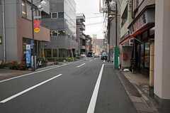 東武伊勢崎線・東向島駅からシェアハウスに向かう道の様子。(2011-12-06,共用部,ENVIRONMENT,1F)