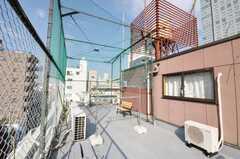 屋上の様子2。物干し可能。(2009-10-30,共用部,OTHER,6F)