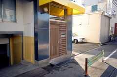 シェアハウスの正面玄関。(2008-11-07,周辺環境,ENTRANCE,1F)