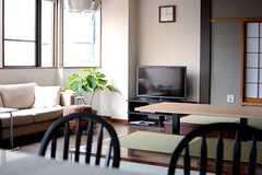 キッチン側から見たリビングの様子。(2013-10-07,共用部,KITCHEN,2F)