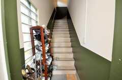 シェアハウスの正面玄関から見た内部の様子。(2009-03-10,共用部,OTHER,1F)