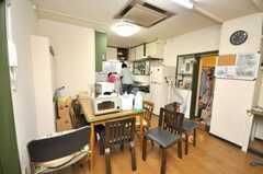 シェアハウスのラウンジの様子2。現在清掃中。(2009-03-10,共用部,LIVINGROOM,2F)
