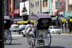 浅草は観光地のため人力車も多い。(2005-08-29,共用部,ENVIRONMENT,1F)