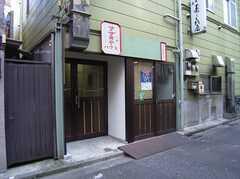 正面玄関の様子。(2005-08-29,周辺環境,ENTRANCE,1F)