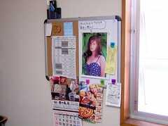 ラウンジの壁面に設置された連絡ボード(2005-08-29,共用部,OTHER,2F)