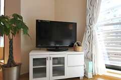 共用TVの様子。(2012-02-28,共用部,LIVINGROOM,2F)