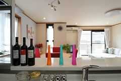 キッチンからダイニングを眺めるとこんな感じ。(2012-02-28,共用部,KITCHEN,2F)