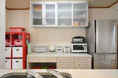 キッチン対面の食器棚の様子。(2012-02-28,共用部,KITCHEN,2F)