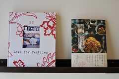 飾られた本が面白そうです。。(2012-02-28,専有部,ROOM,2F)